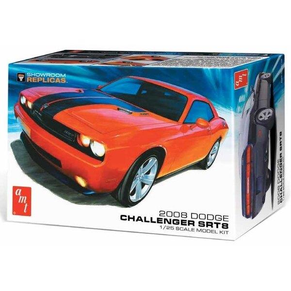 2008 Dodge Challenger SRT8. AMT's Showroom Replicas Serie biedt modelers een vereenvoudigd, promo-stijl lijmkit-formaat met een