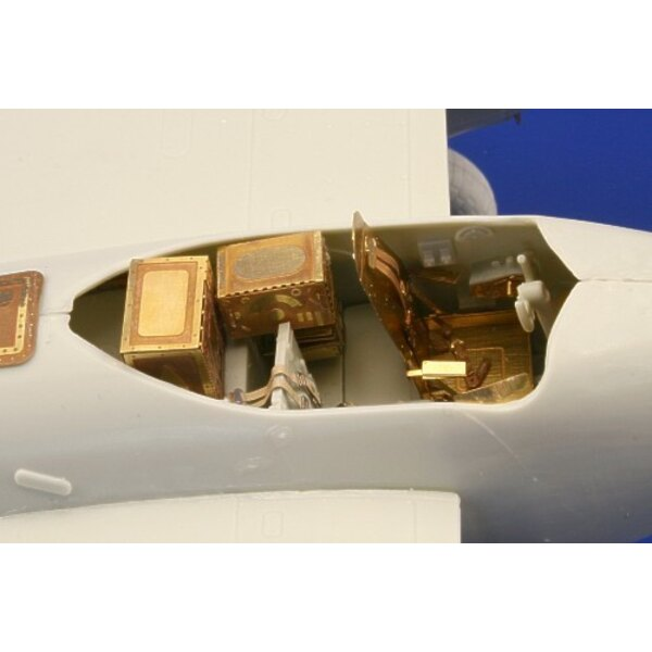de Havilland Mosquito Mk.IV interior (self adhesive) PRE-PAINTED IN COLOUR! (toebehoren voor modelbouwsets van Revell)